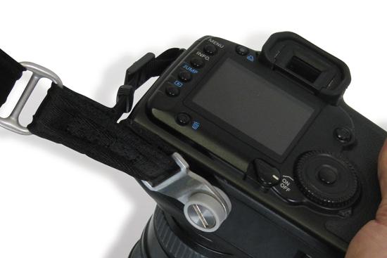 Pasek do aparatu fotograficznego z podwójnym mocowaniem CarrySafe 150 PacSafe